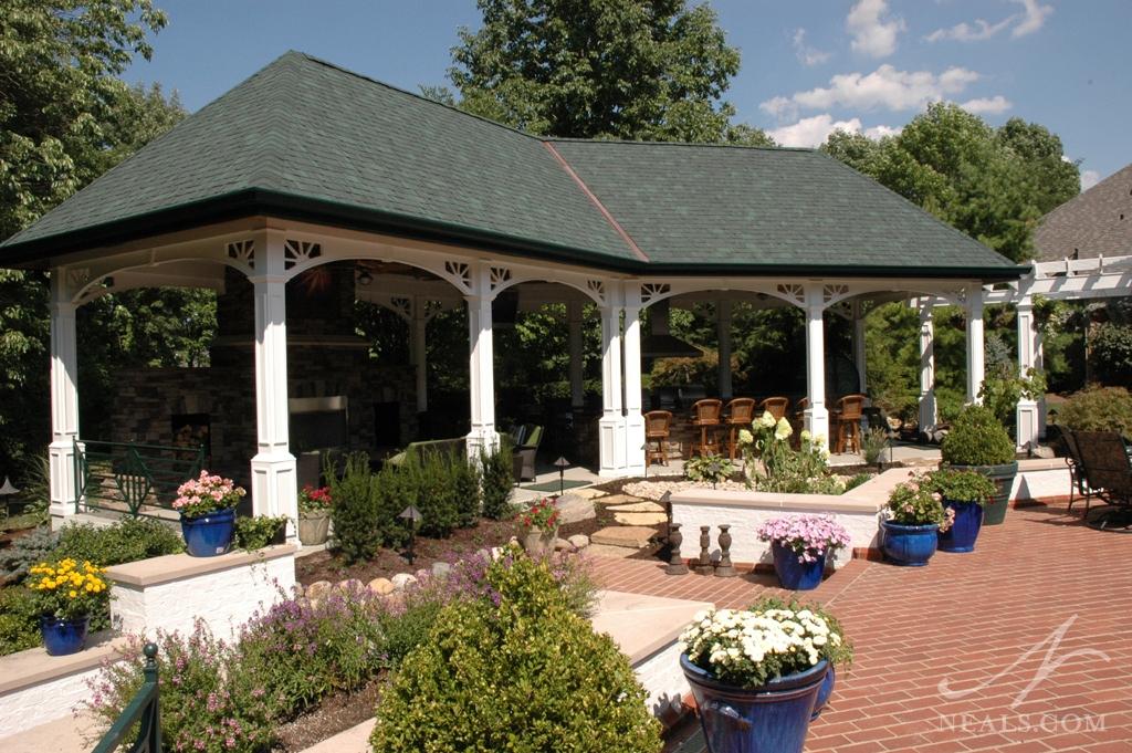 An open-air veranda in Mason, Ohio.