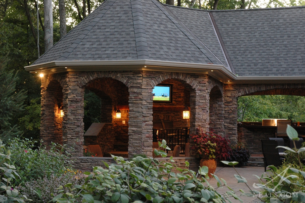 Outdoor entertainment area maineville oh for Home plans for entertaining