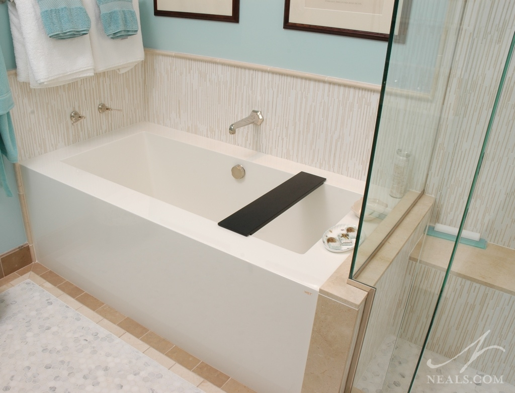 A clean modern bath remodel in Indian Hill, Ohio.