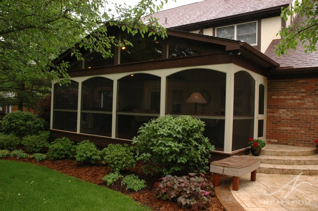 A poker-ready screened porch in West Chester, Ohio.