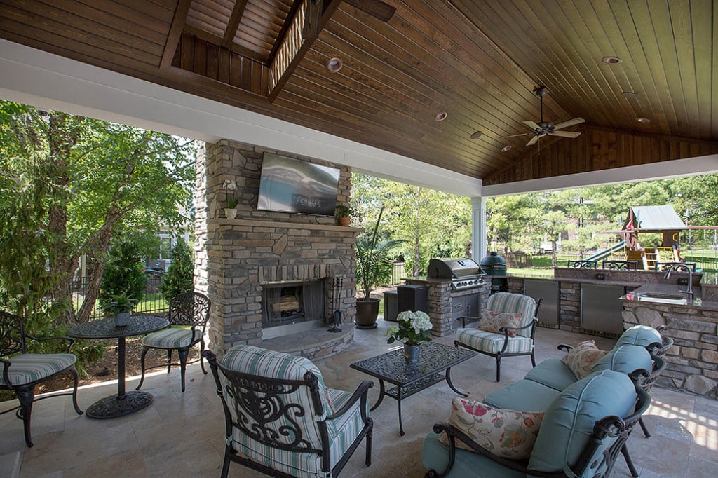 Outdoor Living Room & Kitchen in Montgomery Cincinnati Ohio
